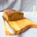 Cake matcha avec glaçage au chocolat blanc
