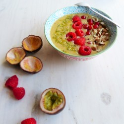 Smoothie bowl pêche banane passion